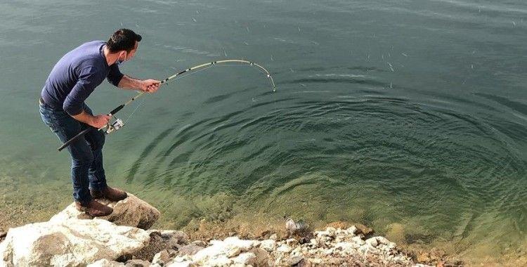 Karslı amatör balıkçılardan belgesel tarzında balık avı