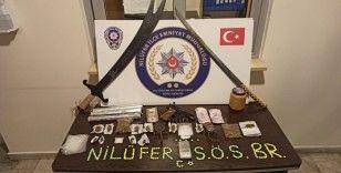 Bursa'da 2 kılıç ve yüklü miktarda uyuşturucu ele geçirildi