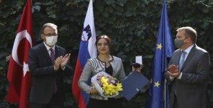 Milli Kayakçı Sıla Kara'ya Slovenya polisinden 'Özveri Madalyası'