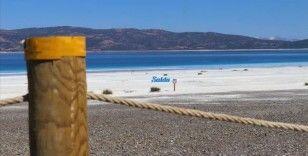 Salda Gölü'nün Beyaz Adalar bölgesinde göle ve plaja giriş kapatıldı