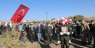 Türker Öksüz şehit cenazesine katıldı