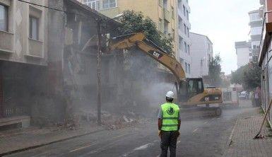 Metruk bina yıkım rekoru Kartal'ın