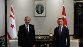 Cumhurbaşkanı Yardımcısı Oktay, Ersin Tatar'ı kutladı