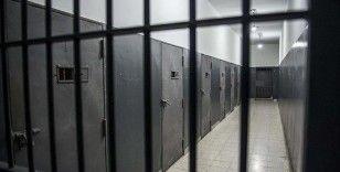İsrail açlık grevindeki 60 Filistinliyi tek kişilik hücrelere naklediyor