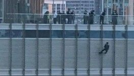 Chicago'da Trump ile görüşmek isteyen adam kendisini Trump Tower'dan sarkıttı