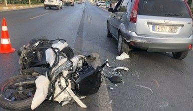 Duran otomobile arkadan çarpan motosiklet sürücüsü ağır yaralandı