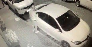 Aynı sokakta 7 otomobili soydu, kameralardan kaçamadı