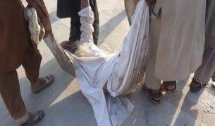 Afganistan'da Pakistan Konsolosluğu önünde izdiham