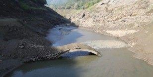 Barajın suyu azalınca 21 yıldır su altındaki köprüler gün yüzüne çıktı