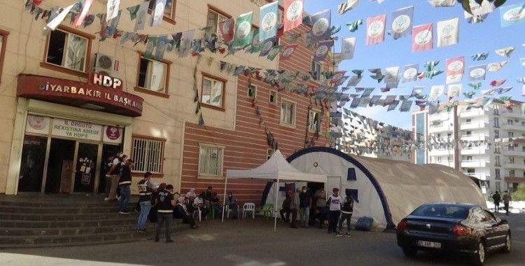 Evlat nöbetindeki ailelerden, HDP'ye yapılan operasyona destek