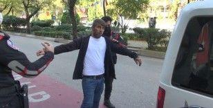 Maske takmayı reddeden şahıs polise direnince gözaltına alındı