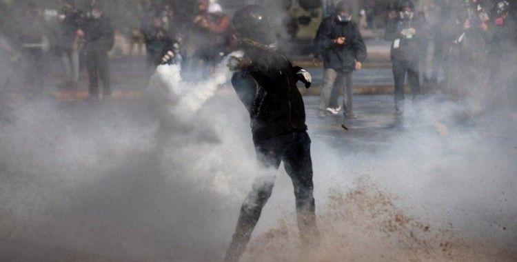 Şili'de tutuklu göstericiler için yapılan protestoya polis müdahalesi