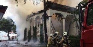Üsküdar'da tarihi camide yangın