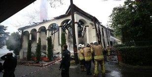 Tarihi Vaniköy Camisi'ndeki yangına ilişkin soruşturmada 5 kişinin bilgi sahibi sıfatıyla ifadelerine başvuruldu