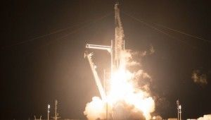 NASA ve SpaceX, 4 astronotu uzaya gönderdi