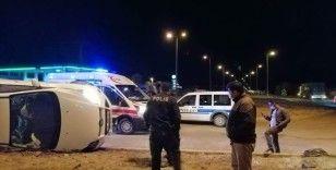 Direksiyon hakimiyeti kaybolan araç yan yattı: 4 yaralı