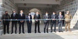 Teröristlerin yaktığı tarihi kasrın benzeri Şırnak Üniversitesi yerleşkesine yapıldı