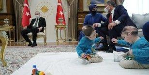 Cumhurbaşkanı Erdoğan, siyam ikizlerini ağırladı