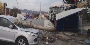 Kamyon 11 aracı biçti, kaza anı kameraya yansıdı