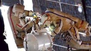 Rus kozmonotlar uzay yürüyüşüne başladı
