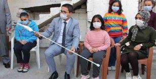 Mersin'de görme engelli çocuklar akıllı bastonla hayallerine kavuşuyor