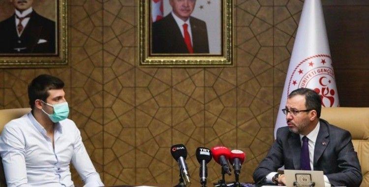 Bakan Kasapoğlu, milli yüzücü Emre Sakçı'yı kabul etti