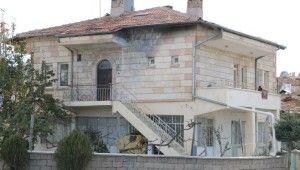 Ayrılmak isteyen eşinin evinin önüne bomba düzeneği kurdu