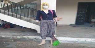 Koronavirüse dikkat çekmek için cansız mankene maske taktı