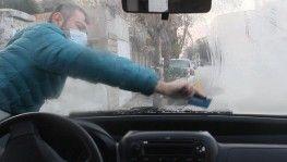 Erzincan'da araç camları buz tuttu
