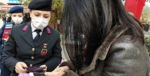 İstanbul Jandarması kadınlara 'KADES' uygulamasını tanıttı