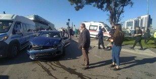 Bursa'da ambulansla otomobil çarpıştı:5 kişi yaralandı