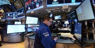 Küresel piyasalarda Kovid-19 salgınına ilişkin haberler takip ediliyor