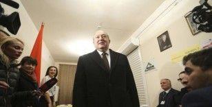 Ermenistan Cumhurbaşkanı Sarkisyan hükümetin istifa etmesini istedi