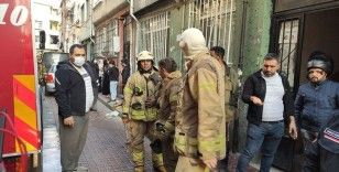 Fatih'te yangın paniği, mahsur kalanlar kurtarıldı