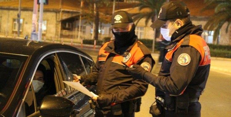İzmir'de hafta sonunu kapsayan sokağa çıkma kısıtlaması başladı
