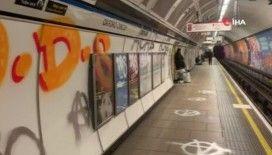 İngiltere'nin en ünlü metro istasyonuna grafiti saldırısı