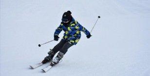 Hakkari'deki kayak merkezi Kovid-19 tedbirleri altında kapılarını sporculara açtı