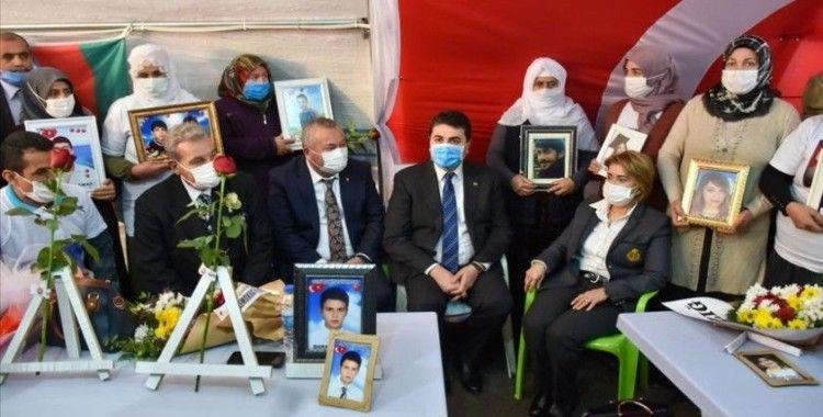 DP Genel Başkanı Gültekin Uysal Diyarbakır annelerini ziyaret etti