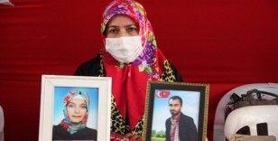 HDP önündeki aileler, evlatlarından gelecek mutlu haberi bekliyor