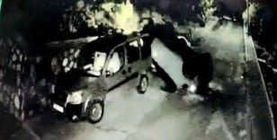 Kontrolden çıkan araç park halindeki otomobillerin üzerine uçtu: O anlar kamerada