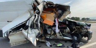 Milli motosikletçi, hurdaya dönen araçtan yaralı kurtuldu
