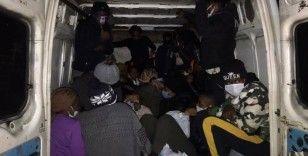 İzmir'de Kongo uyruklu 25 göçmen yakalandı