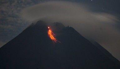 Endonezya'da Merapi Yanardağı'nda iki patlama