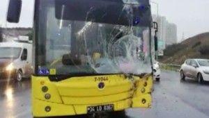 Altınşehir'de belediye otobüsü ile hafriyat kamyonu çarpıştı