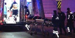 Fatih'te aşırı hız nedeniyle kontrolü kaybeden otomobil yan yattı: 1 yaralı