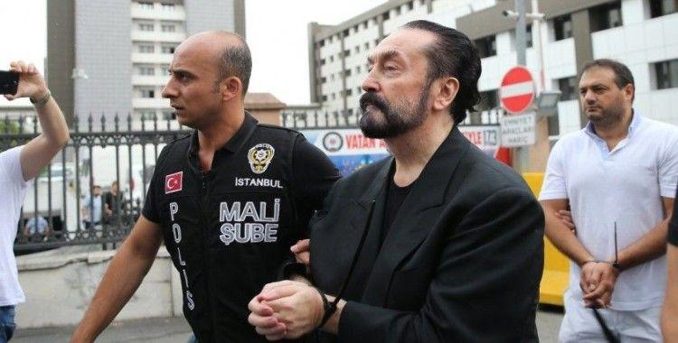Adnan Oktar'a bin yılı aşan hapis cezası verildi