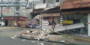 Sultangazi'de 5 katlı bir binanın balkonu çöktü