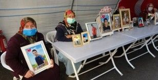 HDP önündeki aileler, çocuklarını terörün elinden kurtarmakta kararlı