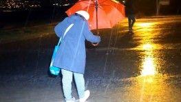 Meteoroloji 'dikkatli olun' demişti, kuvvetli sağanak etkili oluyor