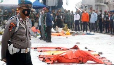 Endonezya'da düşen yolcu uçağının su altındaki enkazının yeni görüntüleri